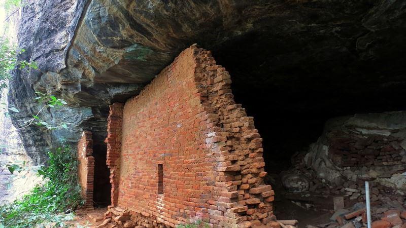 The remains of the ancient image house at Kandegama Kanda Len Viharaya