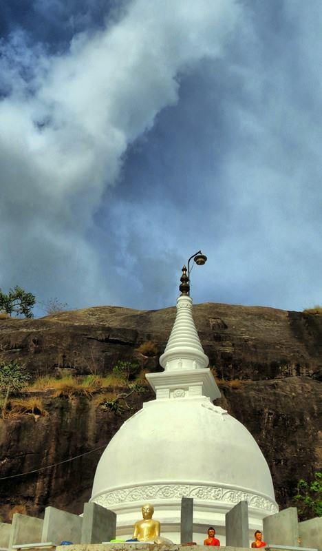 The new stupa of Kadiragala Rajamaha Viharaya.