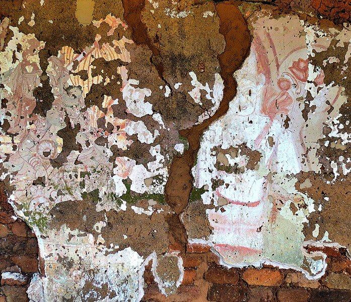 5th century Sigiriya style frescos in Kotiyagala Miella (Myella) Kanda Ancient Cave Temple