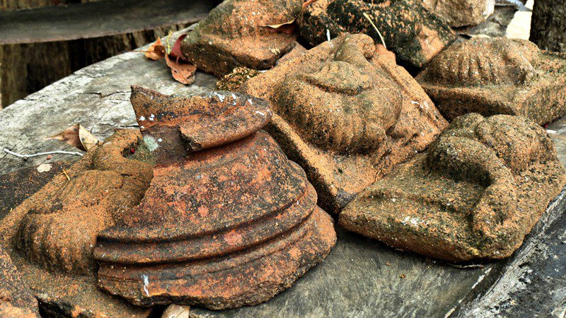 The makeshift museum with clay objects collected from the site - Wattarama Rajamaha Viharaya