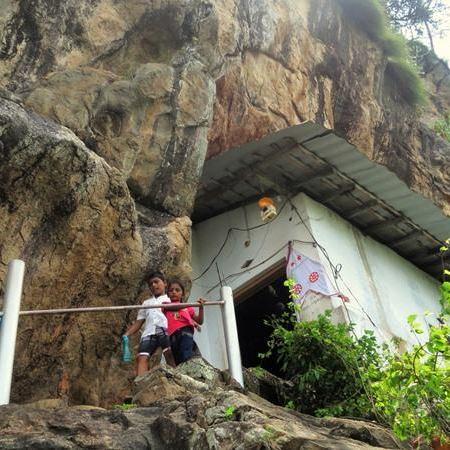 Entrance to the main image house of Sri Nagala Rajamaha Viharaya at Nikawewa