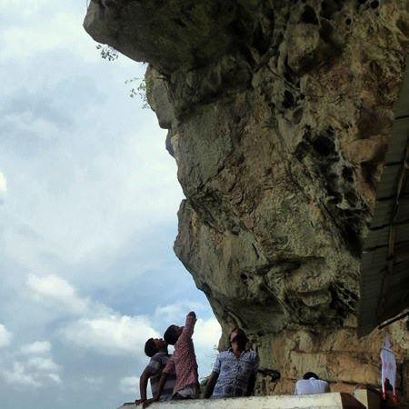 2nd cave image house at Sri Nagala Rajamaha Viharaya at Nikawewa
