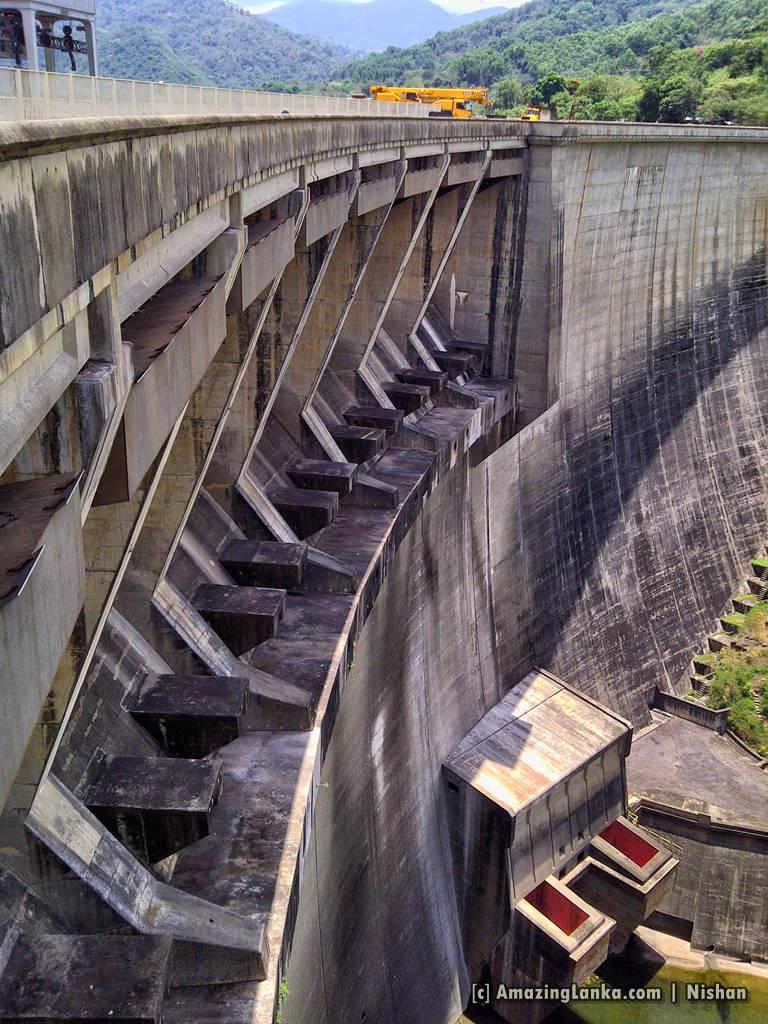 The 8 Spill gates of Victoria Dam