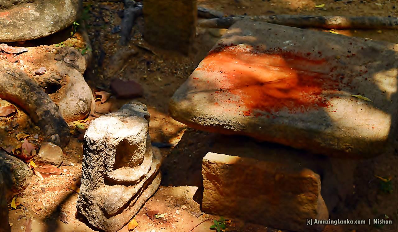 Sri Pathula and and some other artifacts behind the statue at Galamuna Bisobandara Viharaya