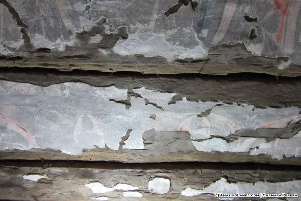Walls of the Tampita Viharaya at Weragama Rajamaha Viharaya (Diya Bubule Pansala)