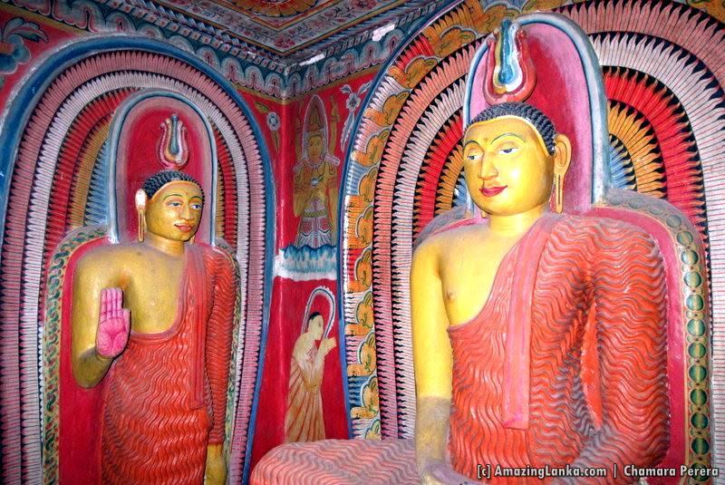 Inside the Sri Mahamuni Purana Tampita Viharaya