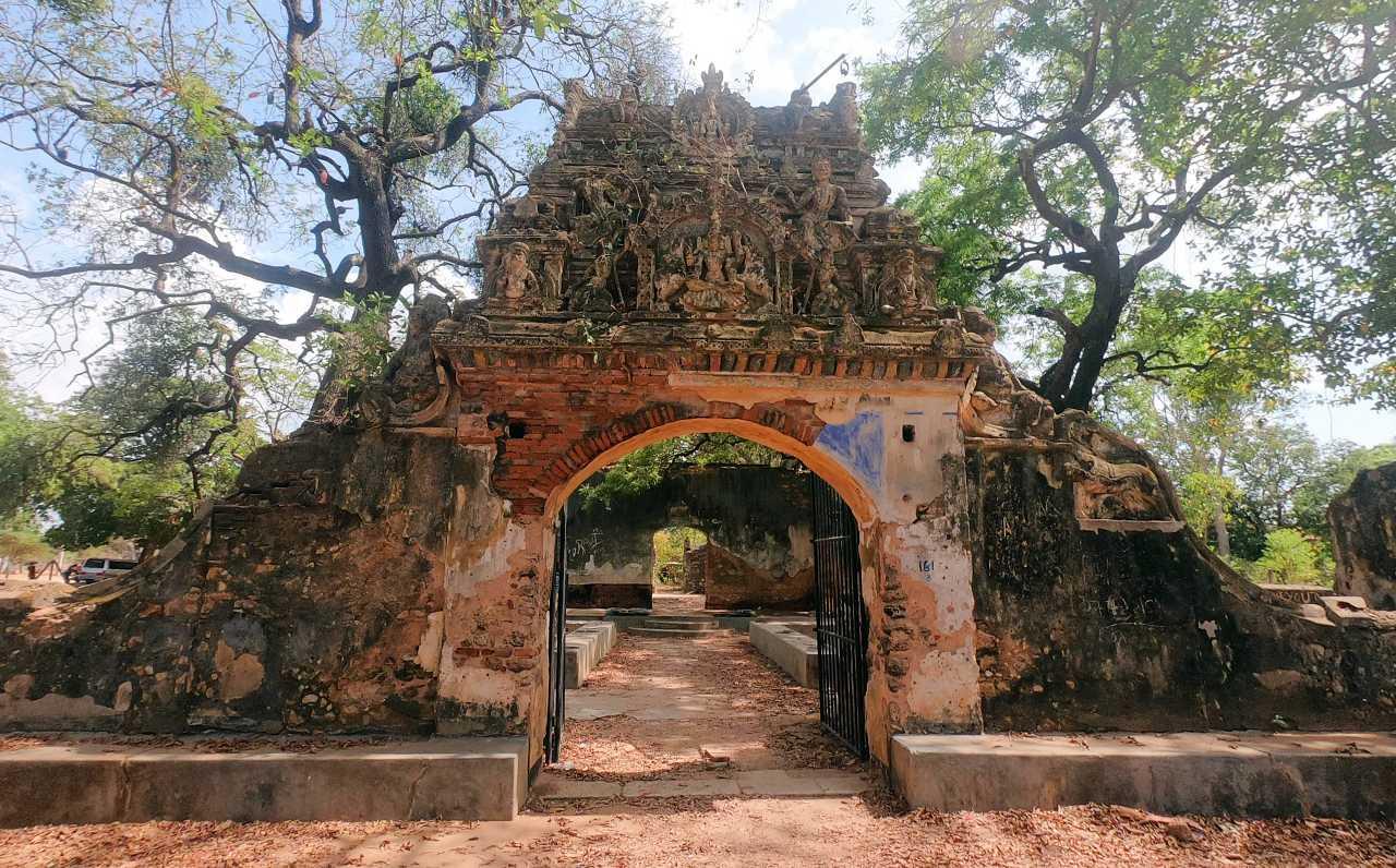 The elaborate pandol at the entrance to the Keeramale Sirappar Madam (Ambalama) in Jaffna
