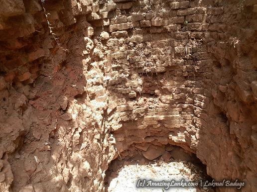නිදන් සොරුන්ගෙන් වැනසුණු මාරියක්කුලම බිමේ ස්තූපය - Mariyakkulama Buddhist Ruins in Nilaveli
