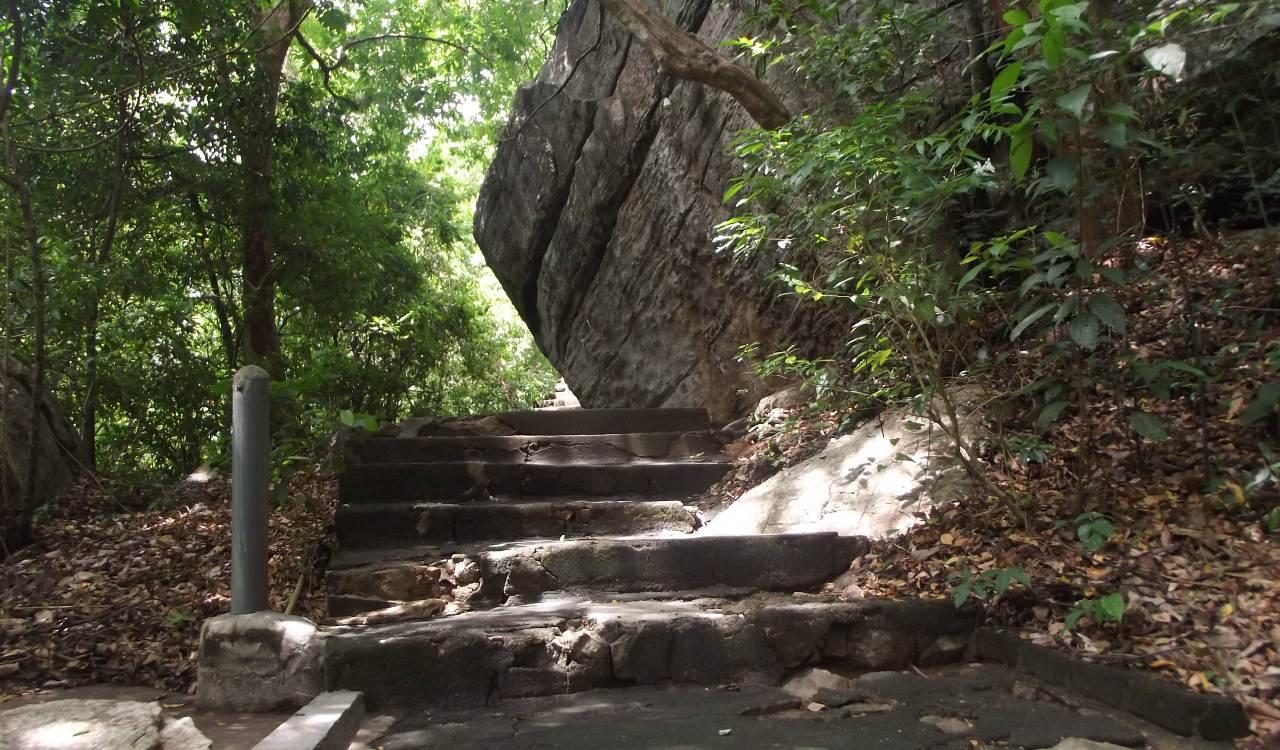 බුත්තල රහතන්කන්ද  ආරණ්ය සේනාසණය පුරාවිද්යා නටබුන්  - Buttala Rahathankanda Aranya Senasanaya Archaeological Ruins