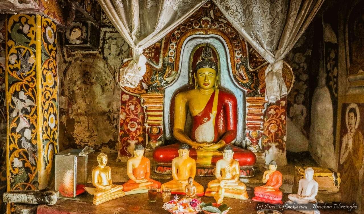 ගලින් නිමකළ අලවතුර ගණේගොඩ රජමහා විහාරයේ ණටබුන් - Alawathura Ganegoda Rajamaha Viharaya