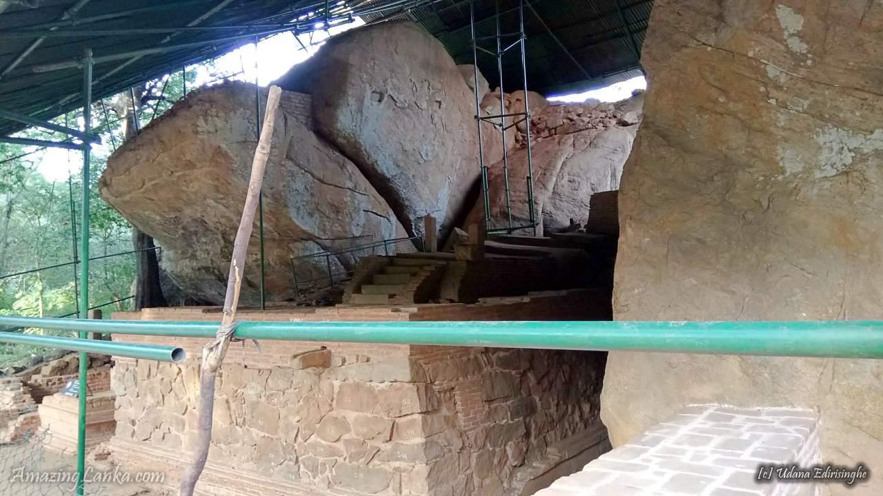 Dighapashana Cave (Sudassana Padanagaraya) of Anuradhapura Kingdom - අනුරාධපුර දීඝ පාෂාණ ලෙන (සුදස්සන පධානඝරය)