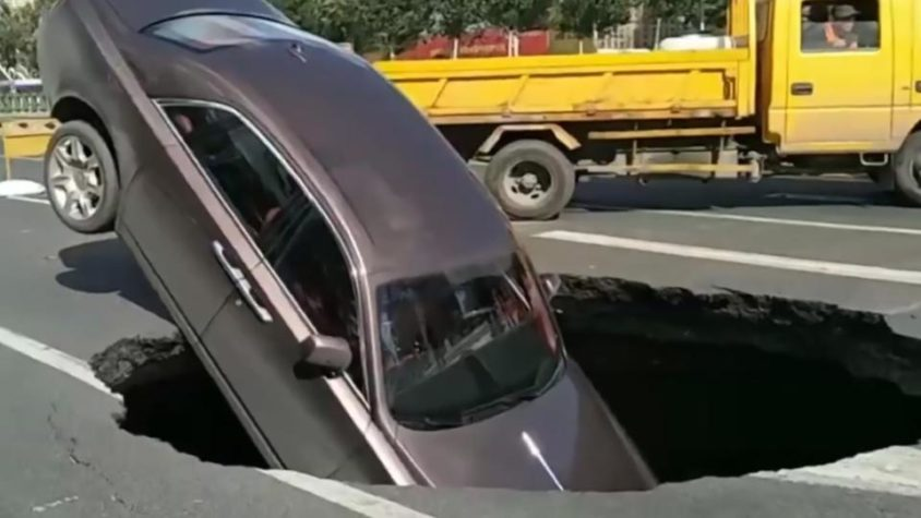 Rolls-Royce Owner Climbs Out After Car Gets Swallowed in Sinkhole