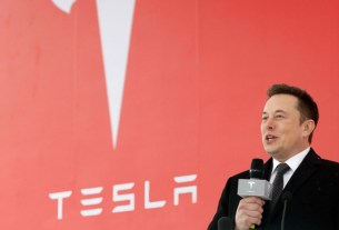 Elon Musk Sent An Important Email To Tesla Employees At Odd Time Which Has Concerned Many People