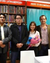 Yeniva Fernández y Elton Honores durante la presentación del libro 5 de Junio, en la librería Ibero de Miraflores (Lima-Perú)