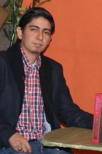 Javier Villacís Mejía, autor de la novela, Unvralº: la llave del universo.