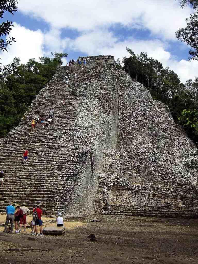 Die große Pyramide in Coba