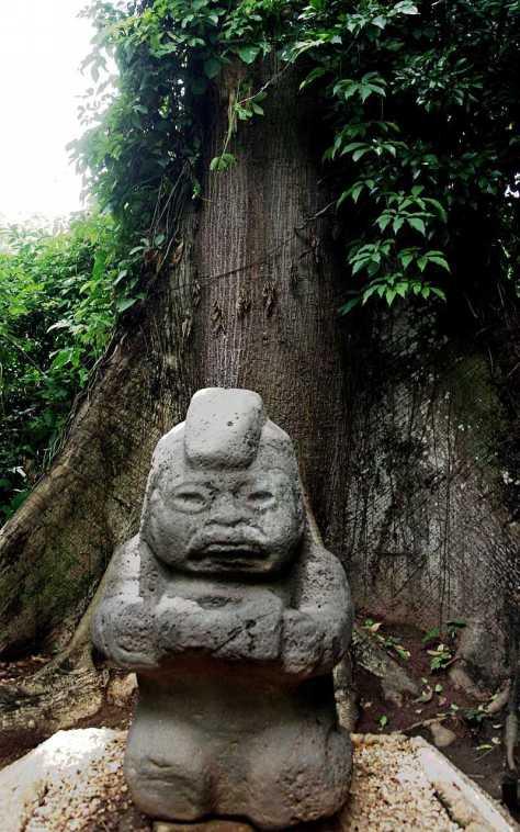 Skulptur der Olmeken im La Venta Park Museum