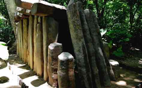 Megalithstruktur im La Venta Park Museum in Villahermosa