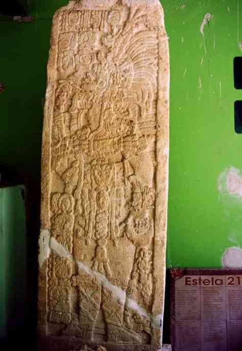 Stele 21 - Edzná -The stele from the 8th century shows one of the rulers of Edzná. The date in the upper left corner of the stele is the date September 17, 726