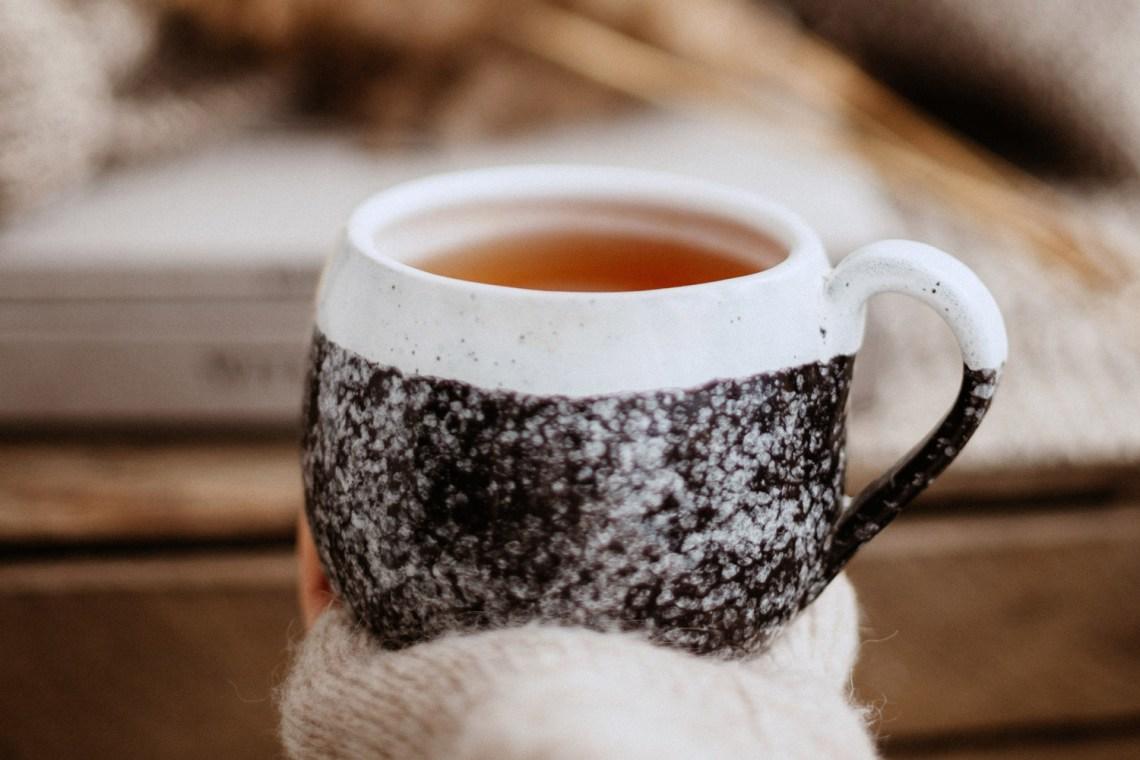 Tasse mit Tee Entspannung Schlafstörungen