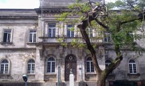 Homem é morto a pedradas na cabeça na Santa Casa, em Manaus
