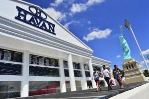 Havan promete abrir 4 lojas e nove mil empregos em Manaus