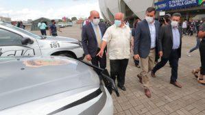Governador do AM entrega viaturas e equipamentos para a segurança pública