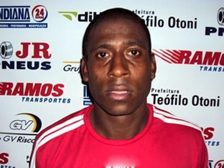 Ex-jogador do Flamengo morre ao ser arremessado em grave acidente de moto