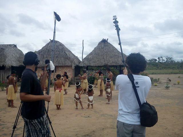 Grupo de dança dos índios wapichanas (RR) se apresentam para equipe. Foto: Divulgação