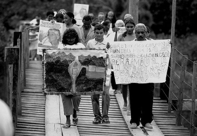 Durante o velório, manifestantes perdiram Justiça em Anapu