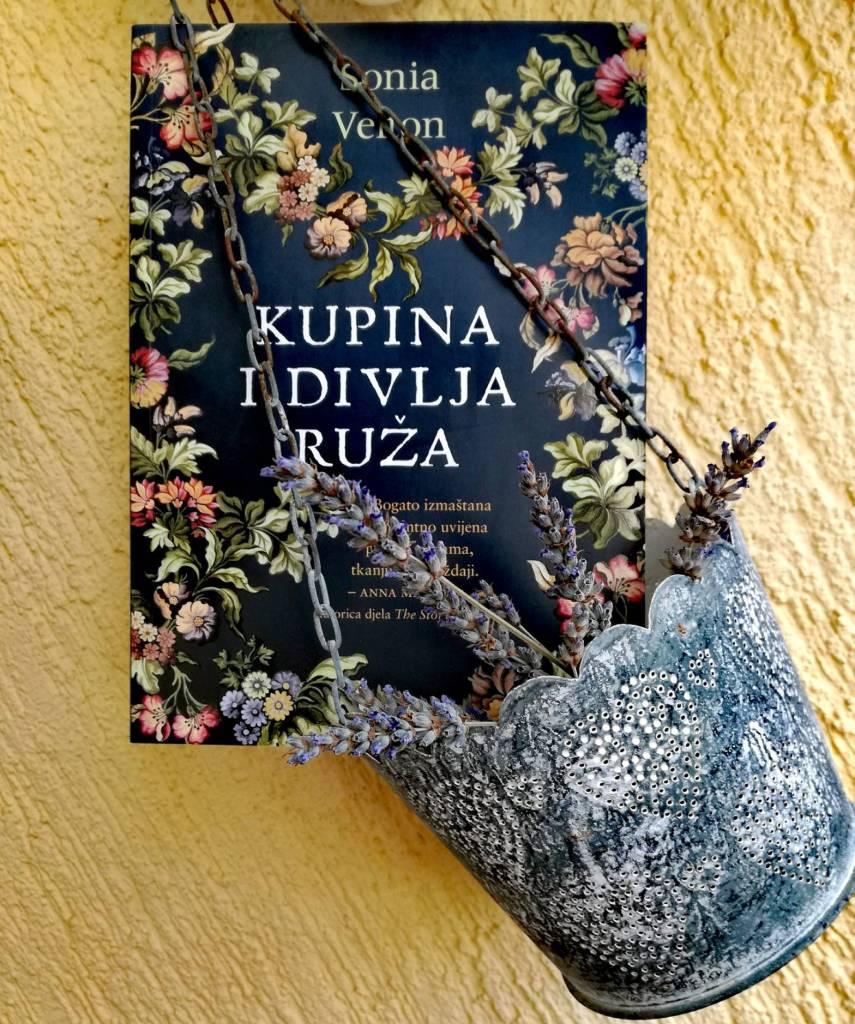 Sonia Velton: Kupina i divlja ruža