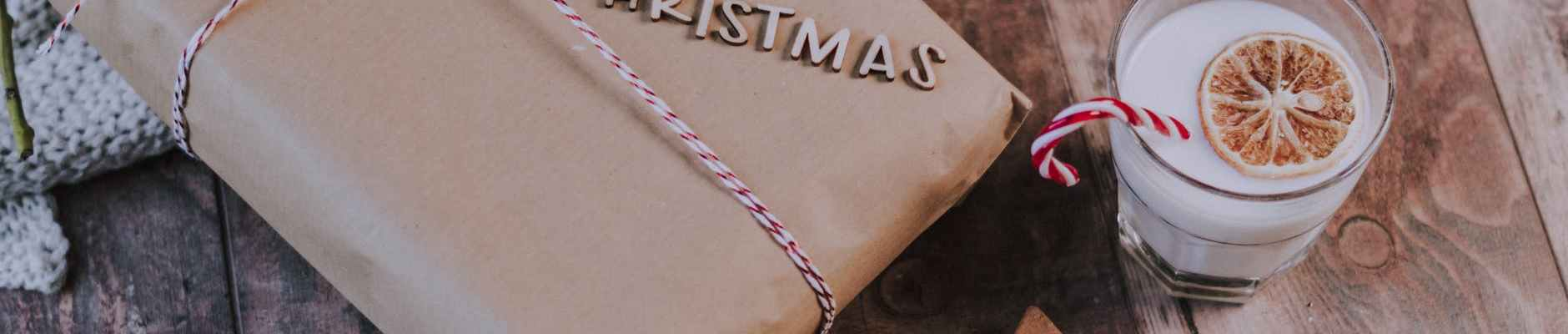 Ne brinite se oko odabira poklona ove godine!, glass of milk near christmas present