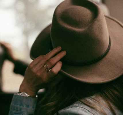 E da mi je ova pamet bila i one godine!, hand faceless hat clothes