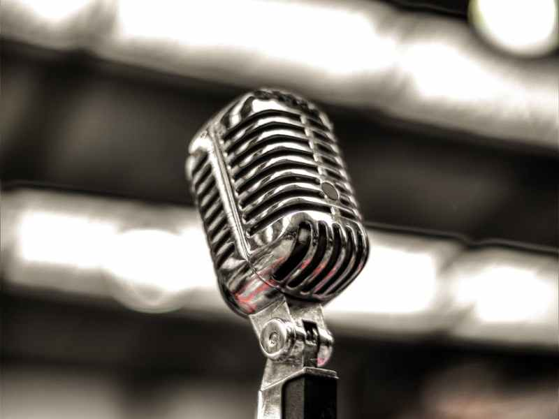 silver colored microphone
