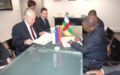 SIGNATURE D'UN ACCORD DE RÉTABLISSEMENT DES RELATIONS DIPLOMATIQUES : Ambassade RCA- Ambassade de la SLOVÉNIE.
