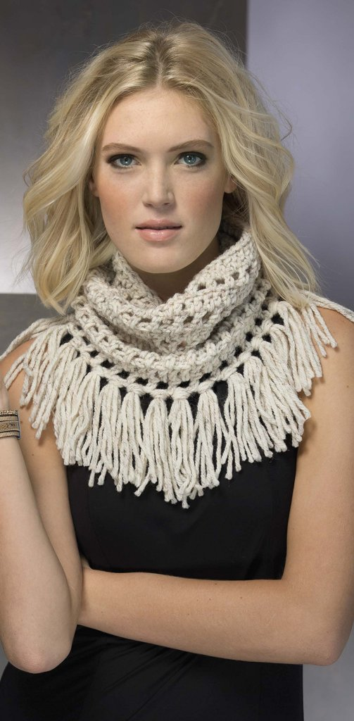 Cowl pattern from Fringe Benefits - book review by Ambassador Crochet.