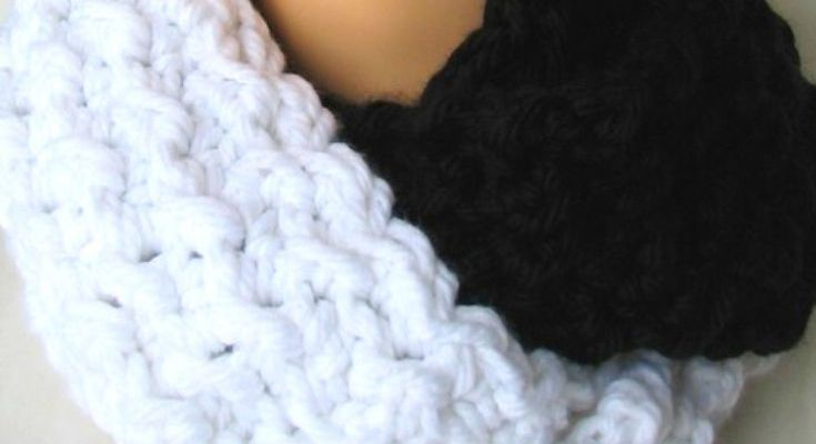 Yin and Yang Infinity Crochet Pattern