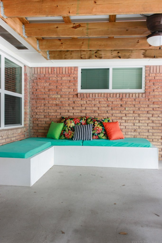 DIY Outdoor Couch Pallet Project by Amber Oliver