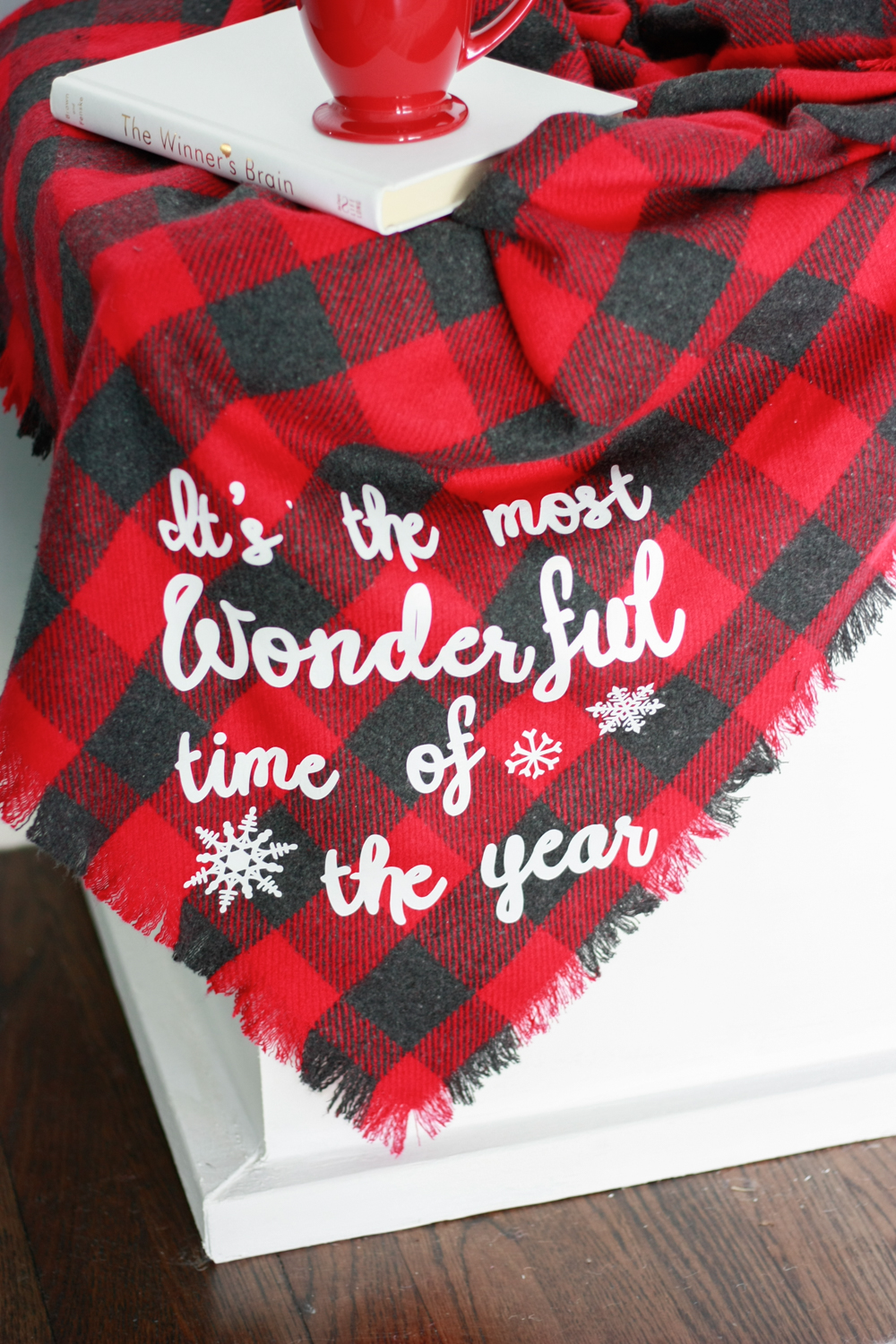 How to make a DIY Flannel No Sew Blanket with Heat Transfer Vinyl