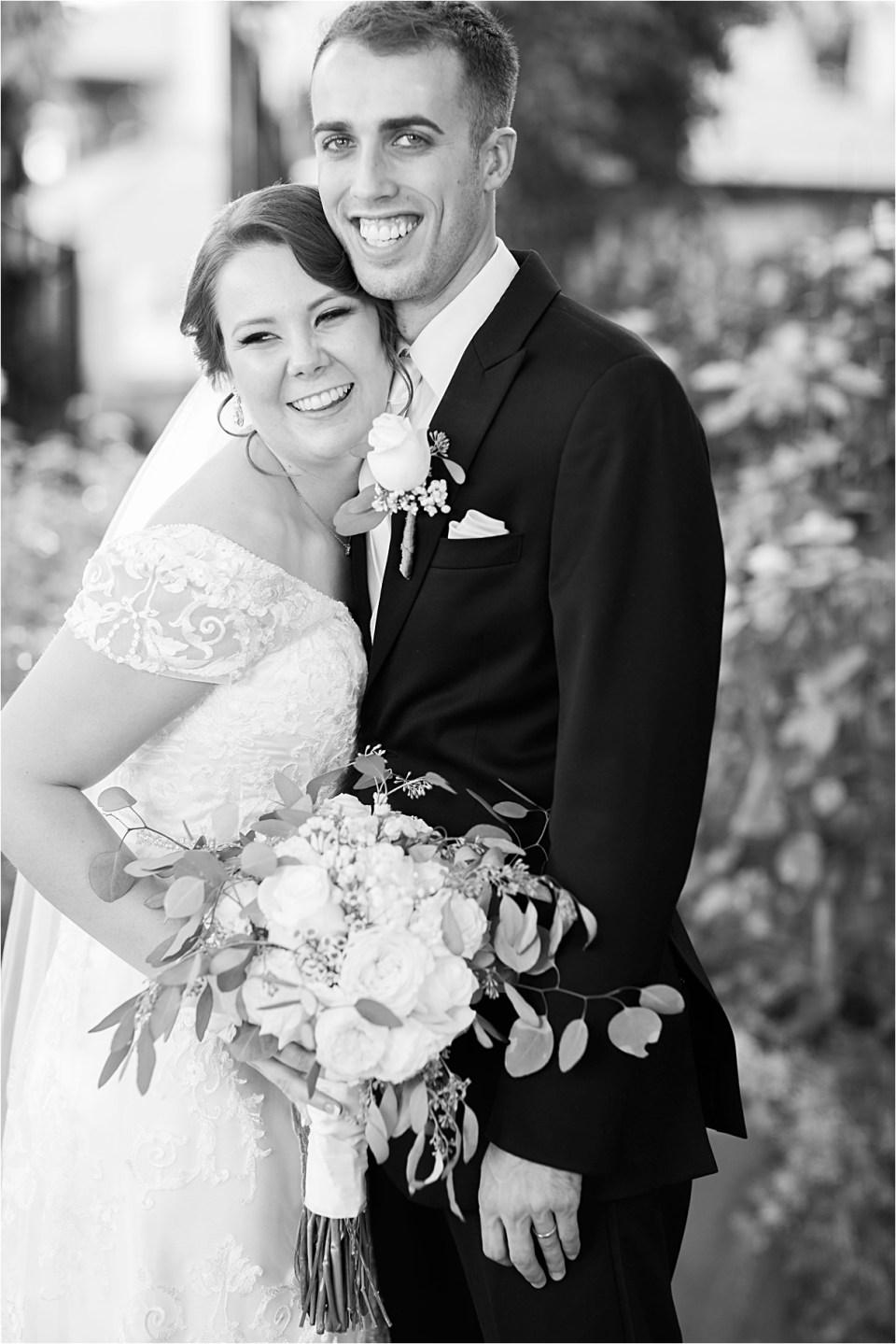Bride and Groom portraits Tempe Mission Palms Wedding