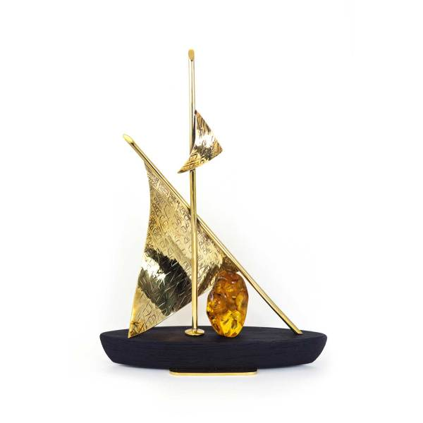 amber-figure-the-boat-3