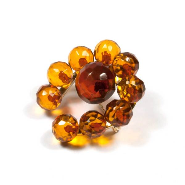 natural-amber-brooch-lucky-faceted-side