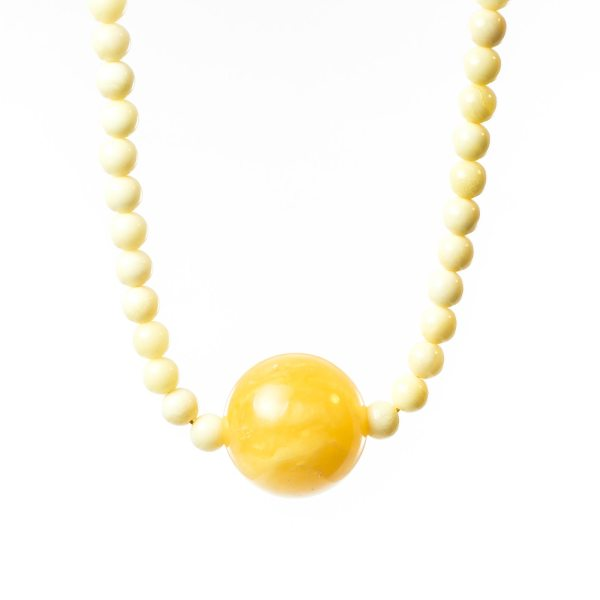 natural-baltic-amber-necklace-aelita-closeview