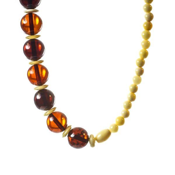 natural-baltic-amber-necklace-visavi-closeview-2
