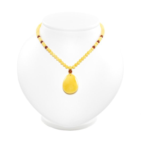 necklace-from-natural-baltic-amber-medallion