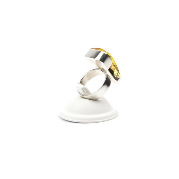 silver-ring-with-natural-baltic-amber-piece-triada-3