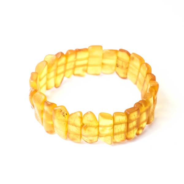 yellow-amber-bracelet-belle-main