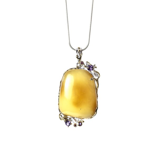 Exclusive Pendant with Amber in Silver on Necklace