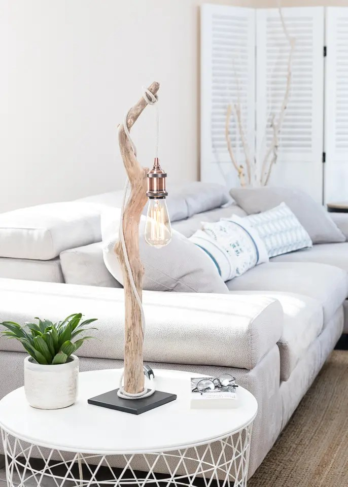 lampe en bois flott ambiance et nature ambiance nature. Black Bedroom Furniture Sets. Home Design Ideas