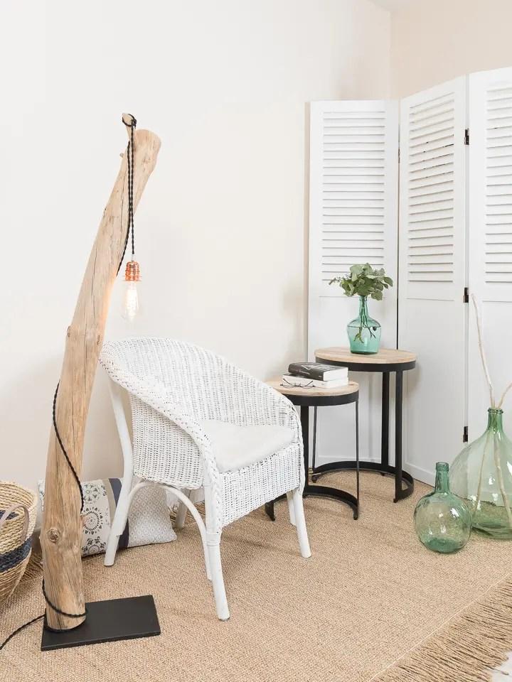 lampadaire en bois flott et ampoule edison ambiance. Black Bedroom Furniture Sets. Home Design Ideas